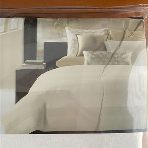 Hotel Collection Duvet Cover!! NWT!